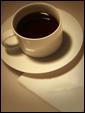 Чашечка вкусного кофе и записка: позвони мне.