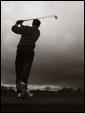 Подобно тому, как игрок в гольф готов отправить мяч в далекое путешествие, так и чувства способны преодолевать большие расстояния.